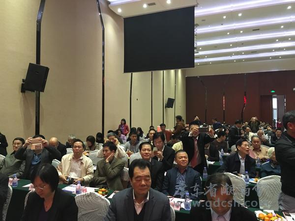 广东省潮商会常务副会长陈镇雄(二排右一),名誉会长黄广源(二排右二)